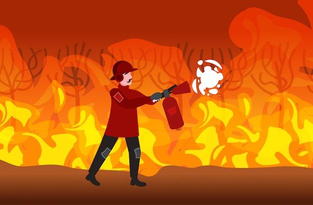 Strażak Gaszenie Niebezpieczny Pożar Pożar Pożar W Australii Strażak Przy Użyciu Gaśnicy Pojęcie Klęski żywiołowej Intensywne Pomarańczowe Płomienie Poziome Pełnej Długości Premium Wektorów