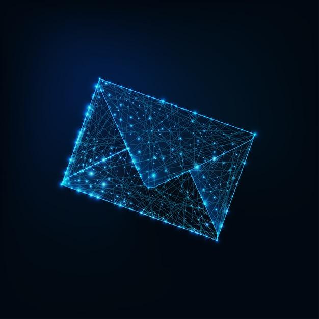 Świecące E-mail Koperty Niskiej Wielokąta Na Ciemnym Niebieskim Tle. Premium Wektorów