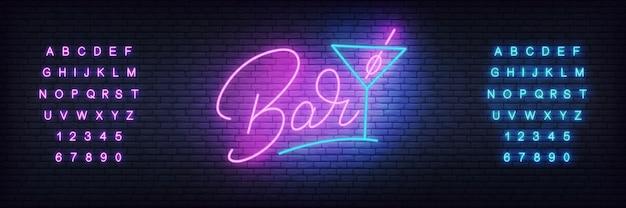 Świecące napis bar i kieliszek koktajlowy Premium Wektorów