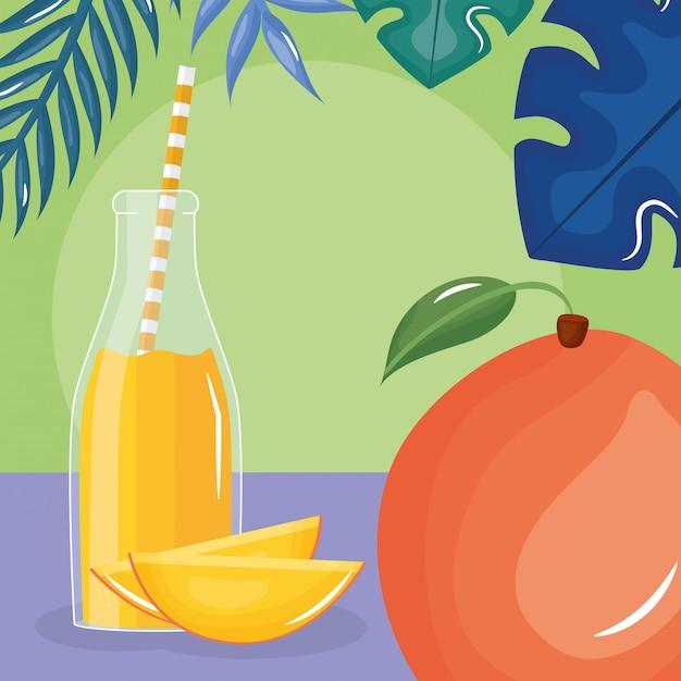 Świeży sok z mango w butelce ze słomą w liściach palmowych Premium Wektorów
