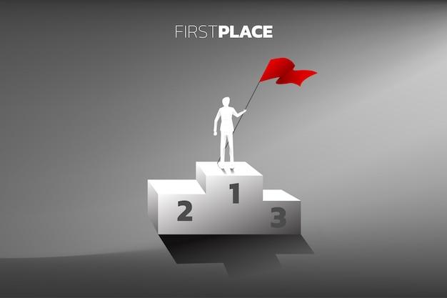 Sylwetka Biznesmen Z Czerwoną Flagą Na Podium Mistrz. Premium Wektorów