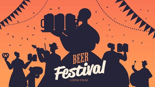 Sylwetki Ludzi świętuje Festiwal Piwa Premium Wektorów