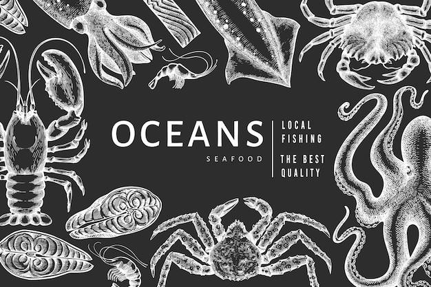 Szablon Owoce Morza. Ręcznie Rysowane Ilustracja Owoce Morza Na Tablicy Kredowej. Grawerowany Baner żywnościowy. Tło Vintage Zwierzęta Morskie Premium Wektorów