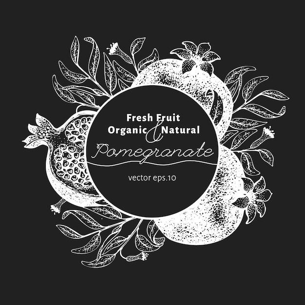 Szablon Projektu Owoc Granatu. Ręcznie Rysowane Ilustracji Wektorowych Owoców Na Tablicy Kredowej. Vintage Tło Botaniczne. Premium Wektorów