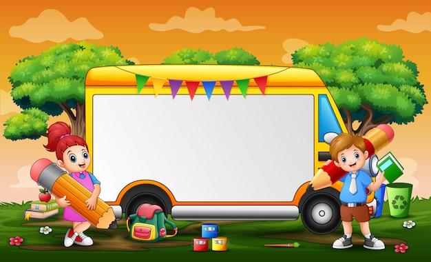 Szablon Ramki Z żółtym Samochodem I Dziećmi Premium Wektorów