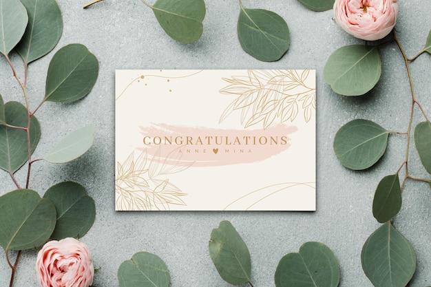 Szczęśliwa Karta Zaręczynowa Z Kwiatami I Liśćmi Darmowych Wektorów