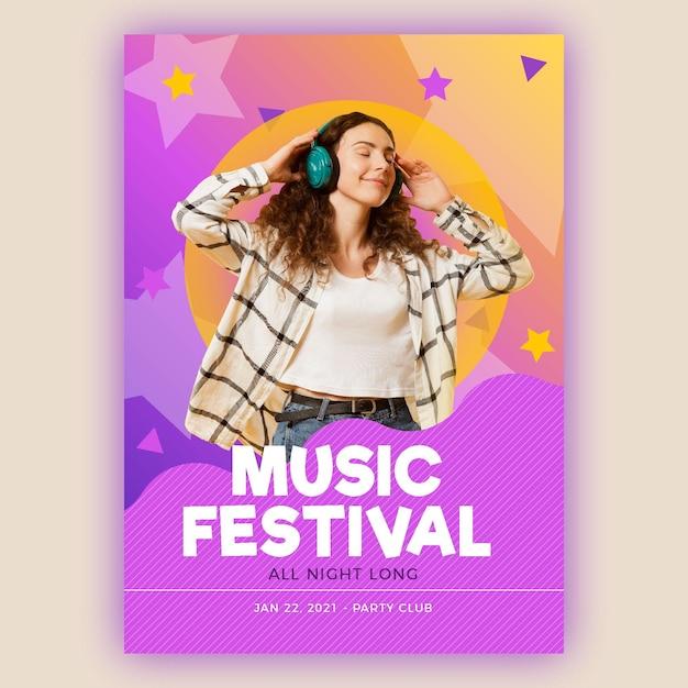 Szczęśliwa Kobieta Słucha Muzyczny Plakatowy Szablon Darmowych Wektorów