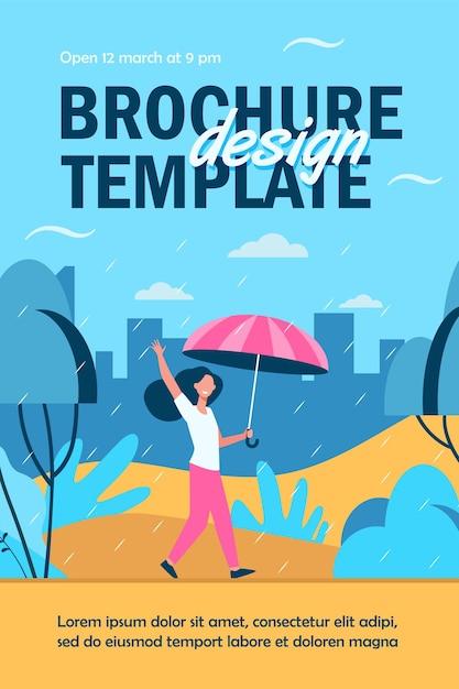 Szczęśliwa Kobieta Spaceru W Deszczowy Dzień Z Parasolem Na Białym Tle Szablon Ulotki Darmowych Wektorów