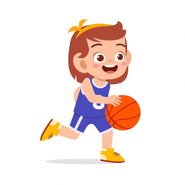 Szczęśliwa śliczna dzieciak dziewczyna bawić się pociąg koszykówkę Premium Wektorów