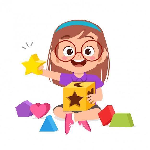 Szczęśliwa śliczna dzieciak sztuka uczy się 3d geometrii ilustrację Premium Wektorów