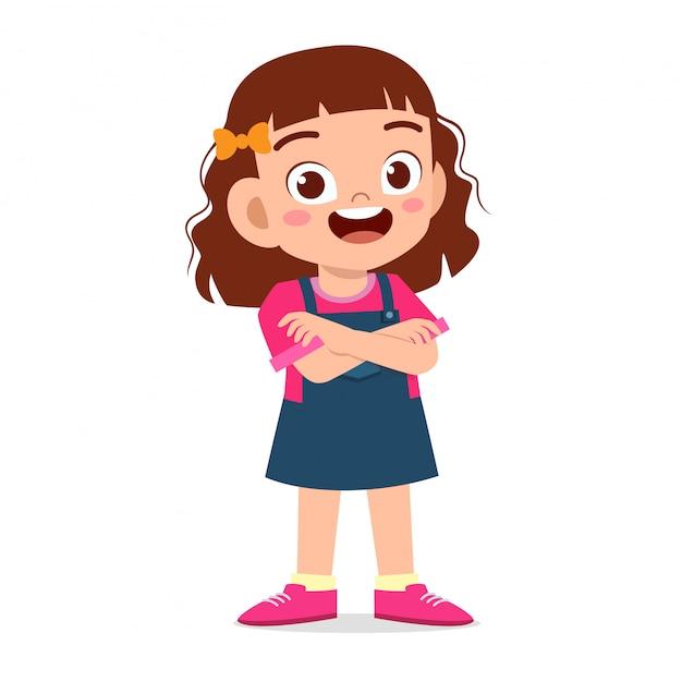 Szczęśliwa śliczna uśmiechu dzieciaka dziewczyna krzyżował ręki Premium Wektorów