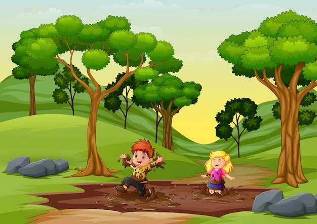Szczęśliwe Dzieci Bawiące Się W Kałuży Błota W Naturze Premium Wektorów