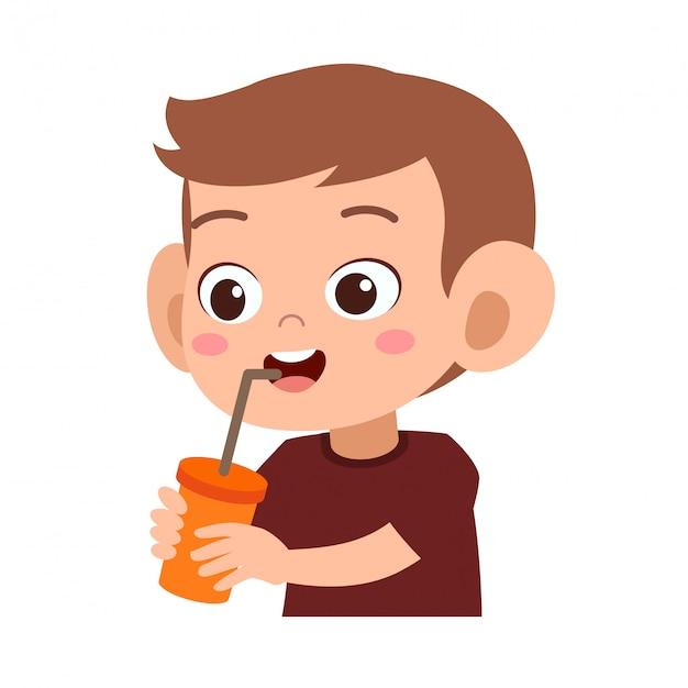Szczęśliwe dziecko pije sok Premium Wektorów