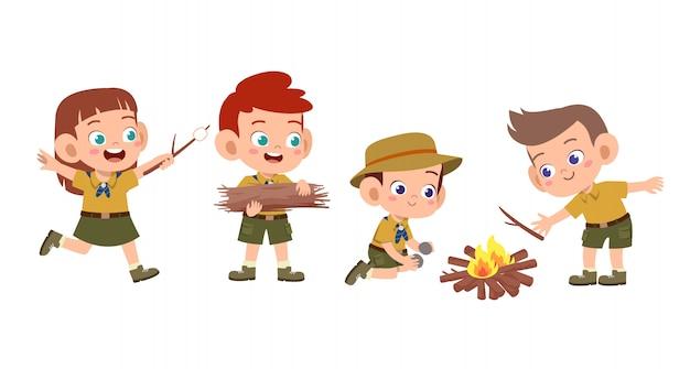 Szczęśliwe słodkie dzieci na obozie Premium Wektorów