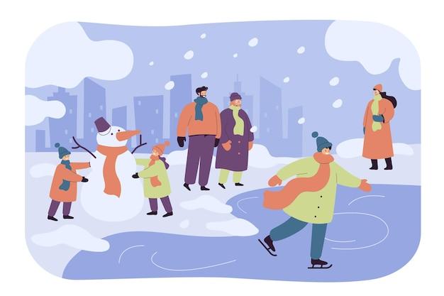 Szczęśliwi Ludzie Chodzą I Bawią Się W Winter Park Izolowana Płaska Ilustracja. Kreskówka Dzieci Bałwana, Facet Na łyżwach Darmowych Wektorów