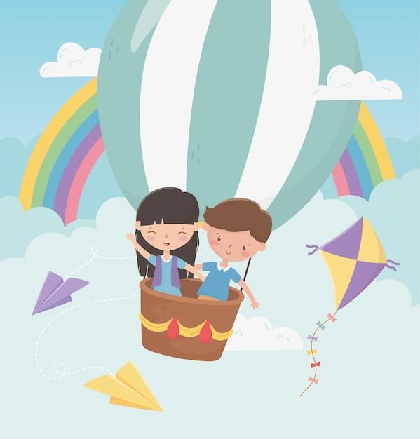 Szczęśliwy dzień dziecka chłopiec i dziewczynka latający balonem Premium Wektorów
