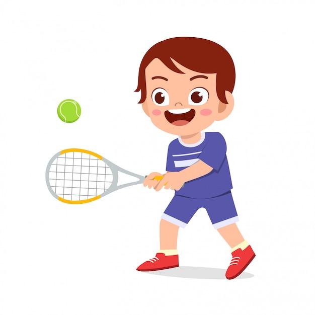 Szczęśliwy ładny dzieciak chłopiec grać w tenisa Premium Wektorów