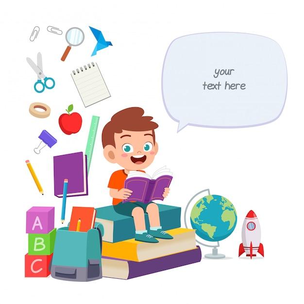 Szczęśliwy ładny Mały Chłopiec Dziecko Czytać Książkę Premium Wektorów