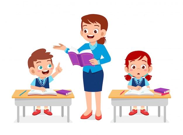 Szczęśliwy Słodkie Dzieci Chłopiec I Dziewczynka Uczyć Się Z Nauczycielem Premium Wektorów
