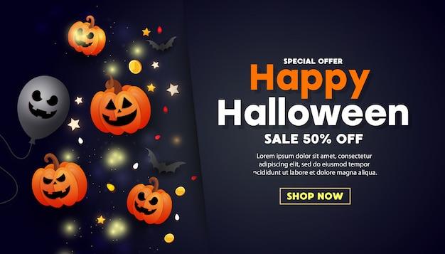 Szczęśliwy transparent sprzedaży halloween z przerażającą pomarańczową twarzą dyni, złotymi monetami, balonami i złotym brokatem Premium Wektorów