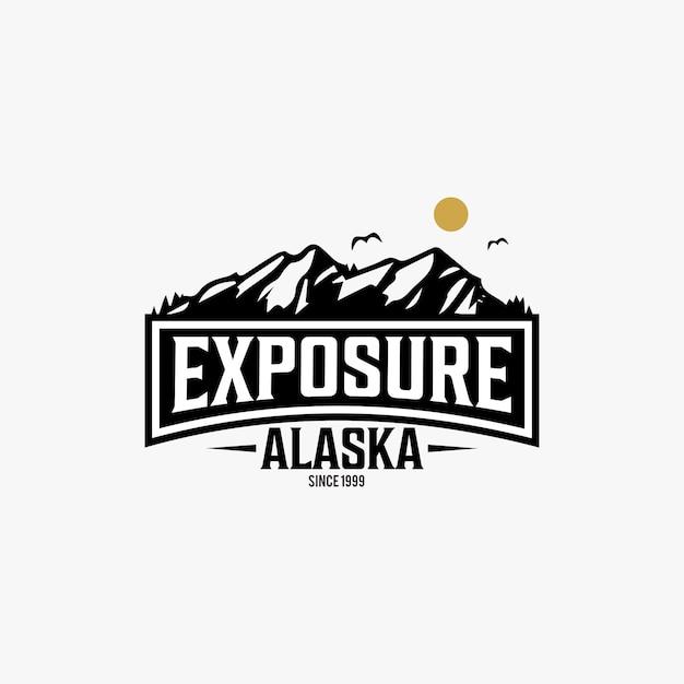Teksturowane logo rocznika stanu alaska Premium Wektorów