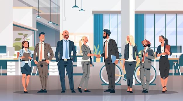 Transparent uścisk dłoni grupy ludzi biznesu Premium Wektorów