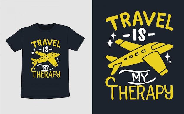 Travel To Moja Terapia Ręcznie Rysowana Typografia Do Projektowania Koszulek Premium Wektorów