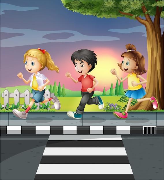 Troje Dzieci Biegających Wzdłuż Drogi Darmowych Wektorów