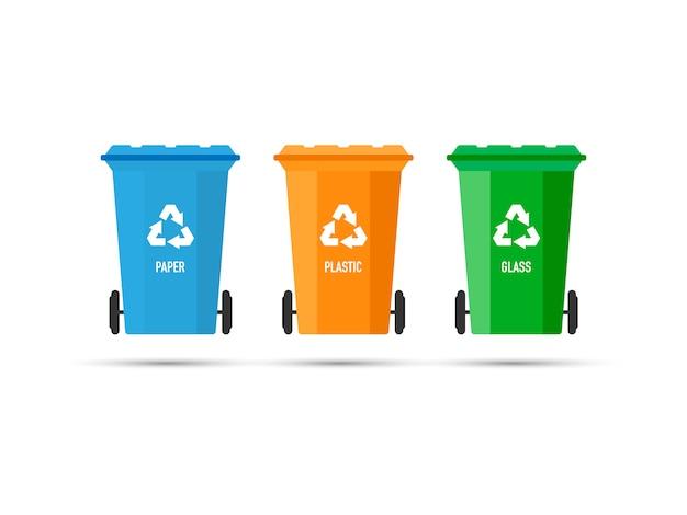 Trzy kosze na śmieci (kosze na śmieci) z izolowanym znakiem recyklingu. ilustracji wektorowych. Premium Wektorów