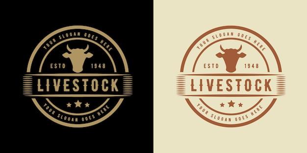 Vintage Logo Zwierząt Gospodarskich Z Krową Odpowiednią Do Steków Z Kurczaka Z Krów I Hodowli Zwierząt Premium Wektorów
