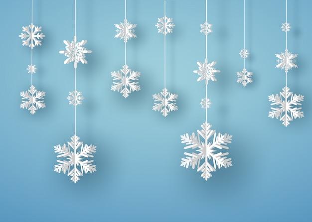 Wesołych świąt bożego narodzenia kartka z białego płatka śniegu origami lub kryształ lodu na niebieskim tle Premium Wektorów