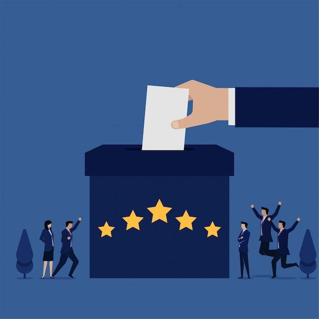 Zespół Business Flat Chętny Do Recenzji Na Pudełku Z Pięcioma Gwiazdkami Metafory Oceny Klientów. Premium Wektorów