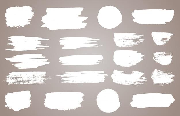 Zestaw Białych Plam Atramentowych. Biała Farba, Pociągnięcie Pędzlem Tuszem Premium Wektorów