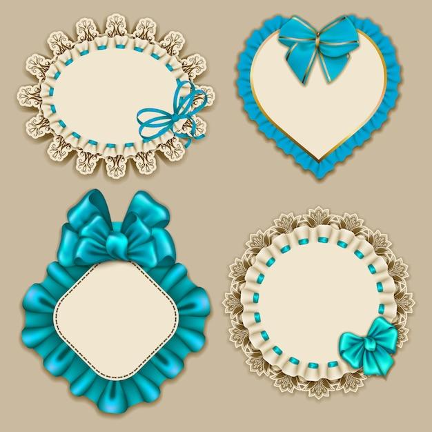 Zestaw eleganckich szablonów ozdobnych ramek na projekt luksusowe zaproszenie, prezent, kartkę z życzeniami, pocztówka z ornamentem koronki, falbany, niebieskie łuki, wstążki, miejsce na tekst. ilustracja eps10 Premium Wektorów