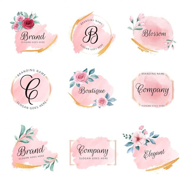 Zestaw kobiecy kwiatowy logo z brzoskwiniowym akwarelowym tłem, kwiatami i złotym brokatem Premium Wektorów