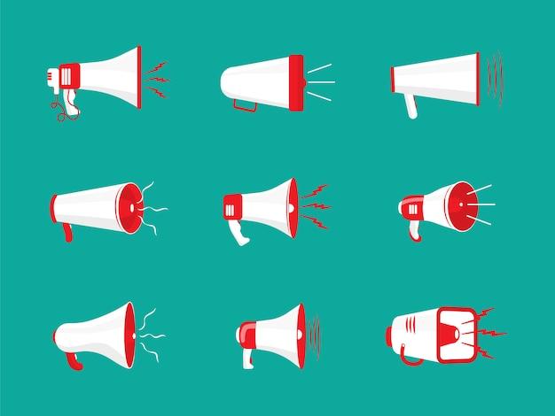 Zestaw Kolorowych Megafonów W Płaskiej Konstrukcji. Głośnik, Megafon, Ikona Lub Symbol Na Białym Tle Na Kolor Tła. Koncepcja Sieci Społecznościowych, Promocji I Reklamy. Premium Wektorów