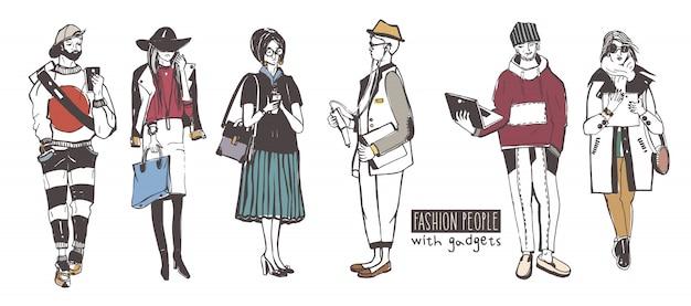 Zestaw Stylowych Ludzi Z Gadżetami Na Ulicy, Szkic Kolekcji Mody. Premium Wektorów