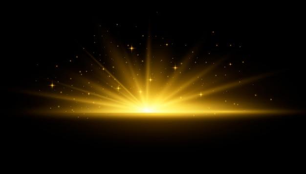 Żółte świecące światła Promienie Słońca. Błysk Słońca Z Promieniami I światłem Reflektorów. Gwiazda Rozbłysła Blaskiem. Specjalne Efekty świetlne Na Przezroczystym Tle. Premium Wektorów