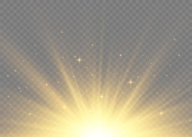 Żółte świecące światła Promienie Słoneczne. Błysk Słońca Z Promieniami I Reflektorem. Gwiazda Wybuchła Blaskiem. Specjalne Efekty świetlne Na Przezroczystym Tle. Ilustracja,. Premium Wektorów