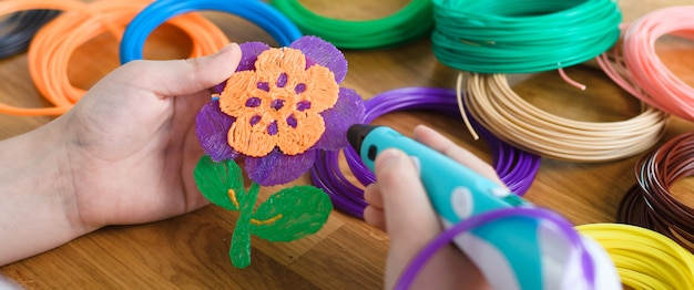 3d Długopis Z Drutami I Plastikowym Kwiatkiem Premium Zdjęcia