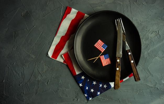 4 lipca ustawienie stołu Premium Zdjęcia