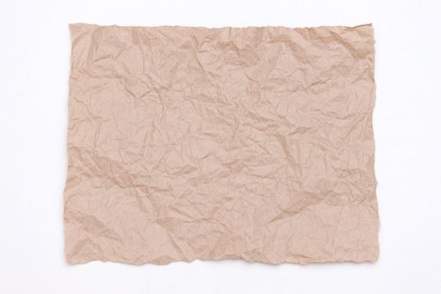 Abstrakcjonistyczna część pakować rzemiosło marszczącego papier na bielu Premium Zdjęcia