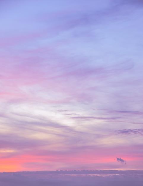 Abstrakcjonistyczny Tło Zmierzchu Nieba Tło W Różowym Gradientowym Brzmienie Kolorze Premium Zdjęcia