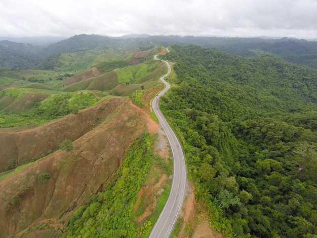 Aerial Widzenia Krzywej Drogi Drogi Na Górze Premium Zdjęcia