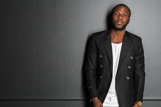 Afro-amerykański Mężczyzna Premium Zdjęcia