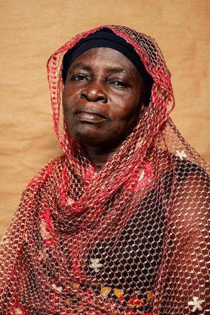 Afrykańska Starsza Kobieta W Tradycyjne Stroje Darmowe Zdjęcia