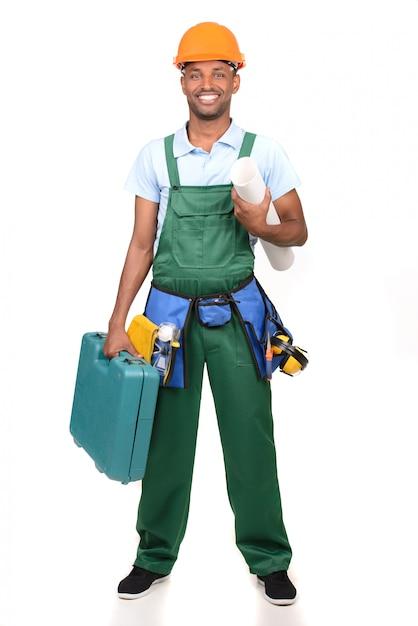 Afrykański męski pracownika przewożenia toolbox nad bielem Premium Zdjęcia