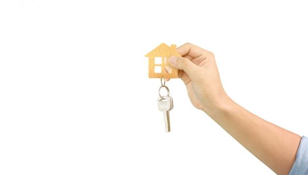 Agent nieruchomości przekazujący klucze do domu Premium Zdjęcia