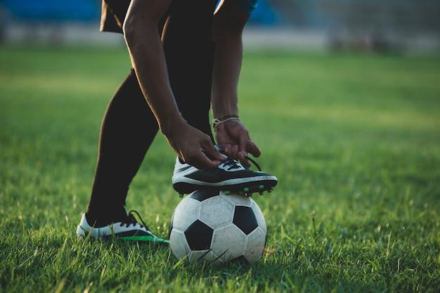Akcja piłkarza na stadionie Darmowe Zdjęcia