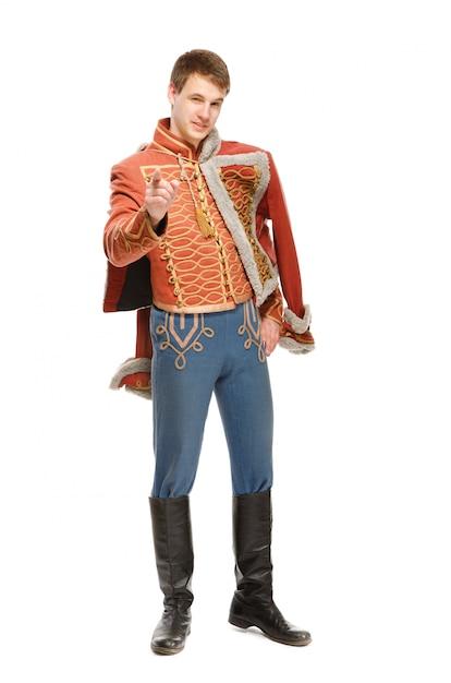 Aktor ubrany w husarski mundur wojskowy Premium Zdjęcia